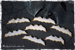 Halloween-Cookies in Fledermaus-Form