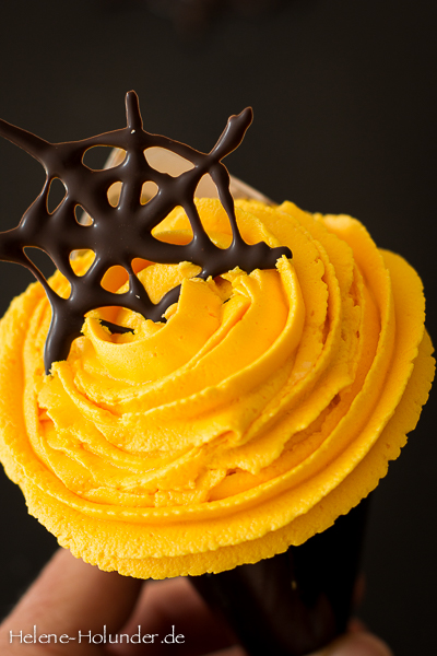 halloween-creme-cupcake-b-vegan-helene-holunder